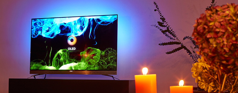 pitch black is the new black philips tv introduces its oled 4k tv with ambilight tp vision. Black Bedroom Furniture Sets. Home Design Ideas